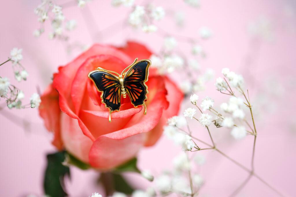biżuteria w kształcie motyla