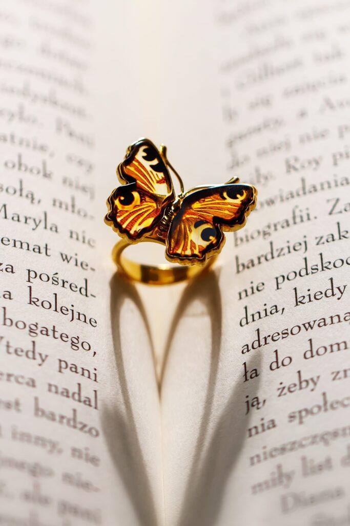 Jak czyścić i dbać o biżuterię